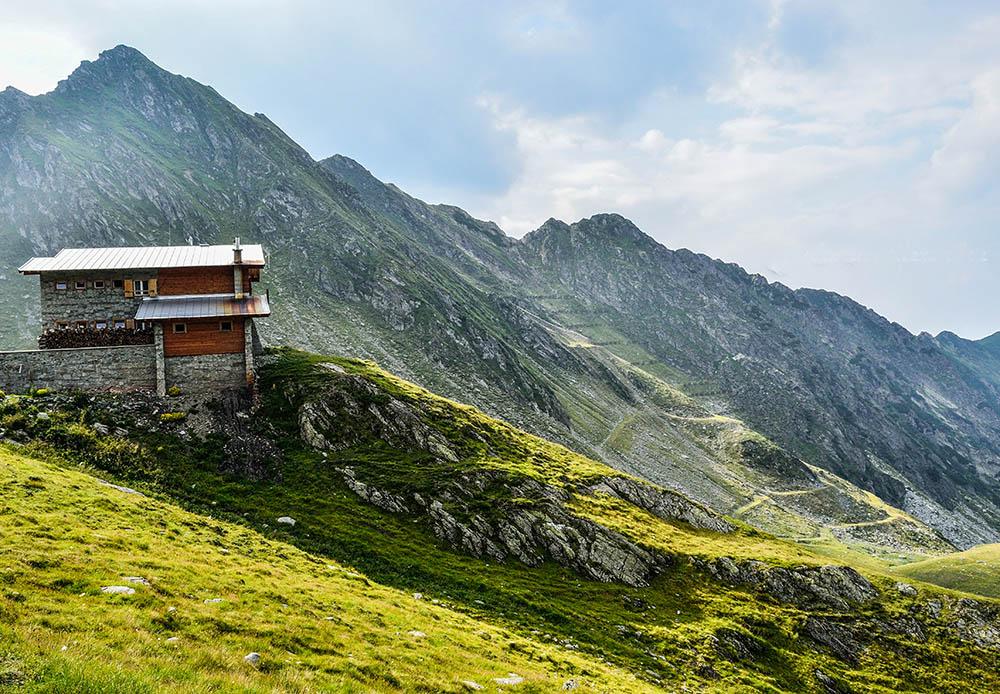 028.1. Budeanu Alexandru. Casa mea mare pentru muntele meu mic (Transfagarasan)