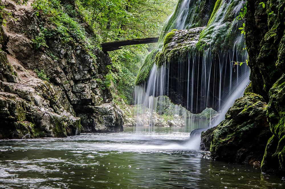 054.1. Piteiu Raluca. Perdele de apă. (Cascada Bigăr, Caraş-Severin)