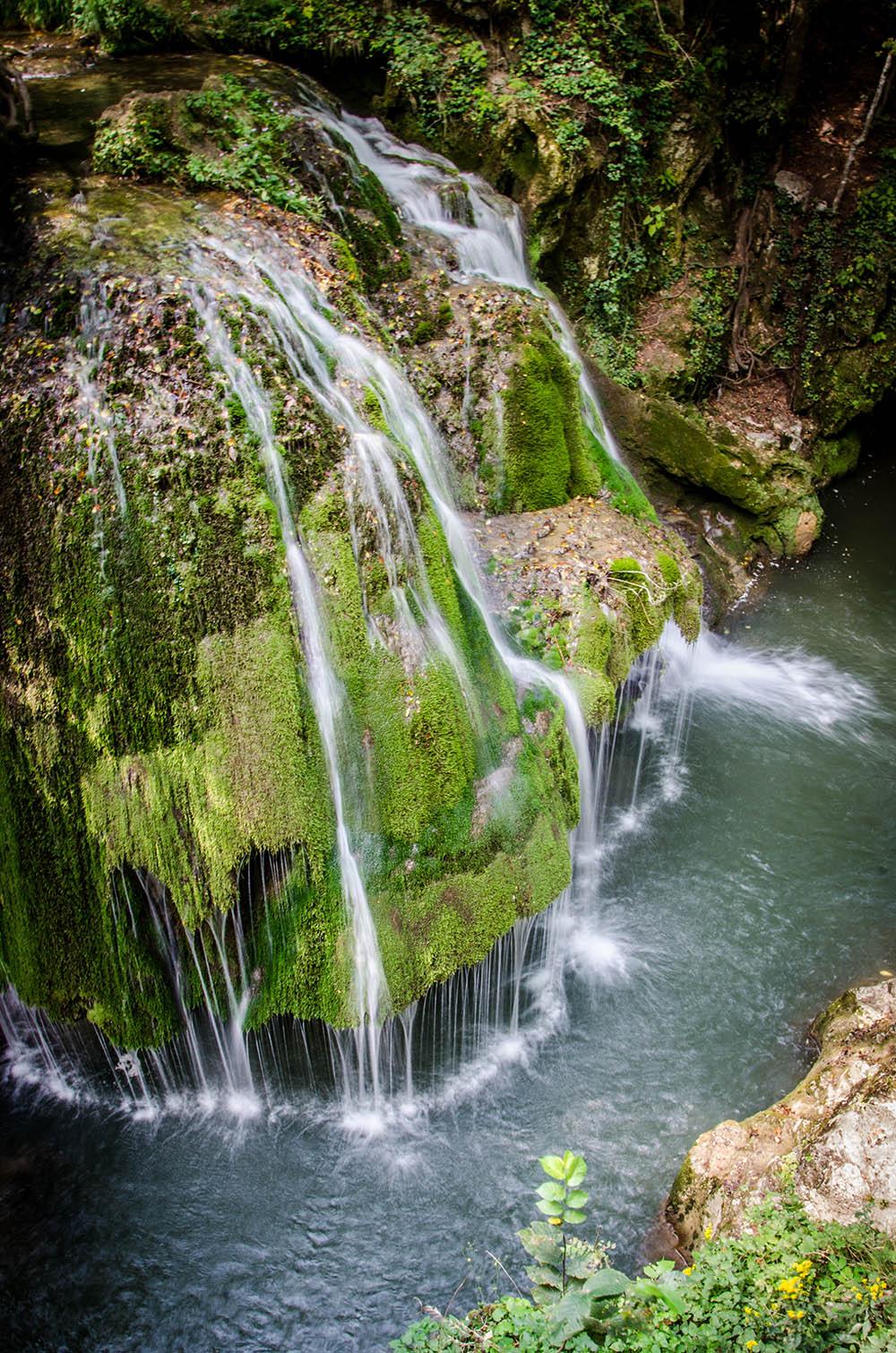 054.2. PIteiu Raluca. Franjuri de apă (Cascada Bigăr, Caraş-Severin)