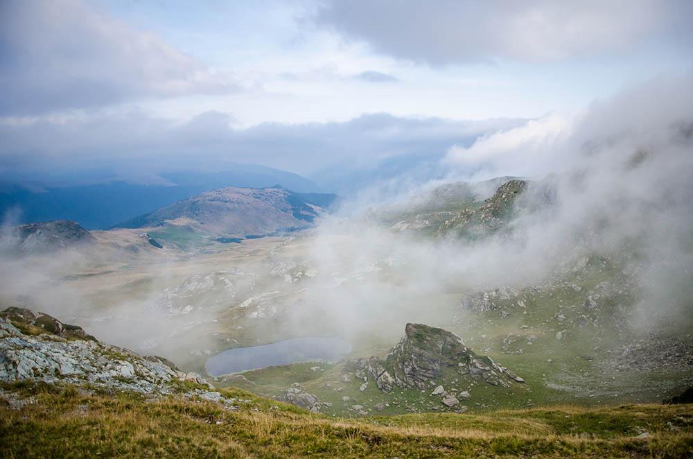 054.3. Piteiu Raluca. Ceaţa e din ape (Transalpina)