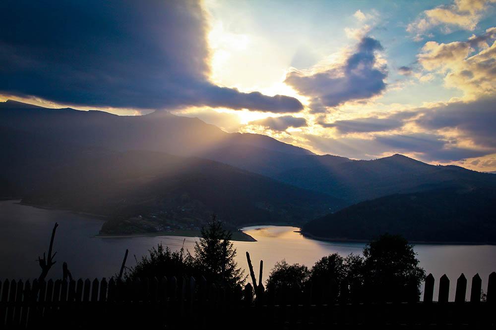 131.3. Iclanzan Raluca Luminita. Deschidere catre o alta lume (Lacul Bicaz)