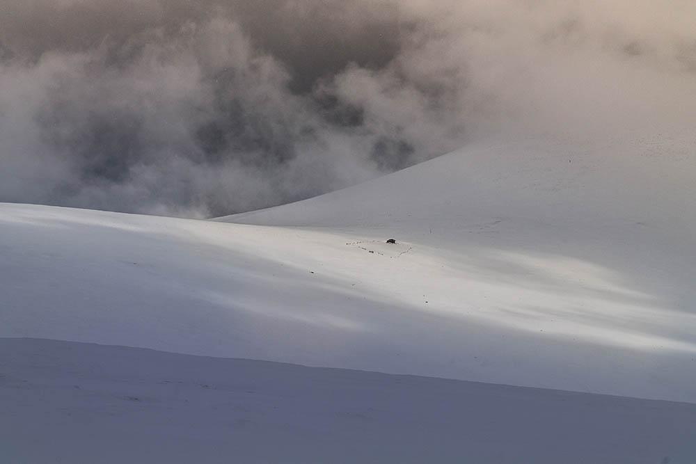 144.2. Darie Adrian Valerica. On top of the world (Muntii Sureanu)