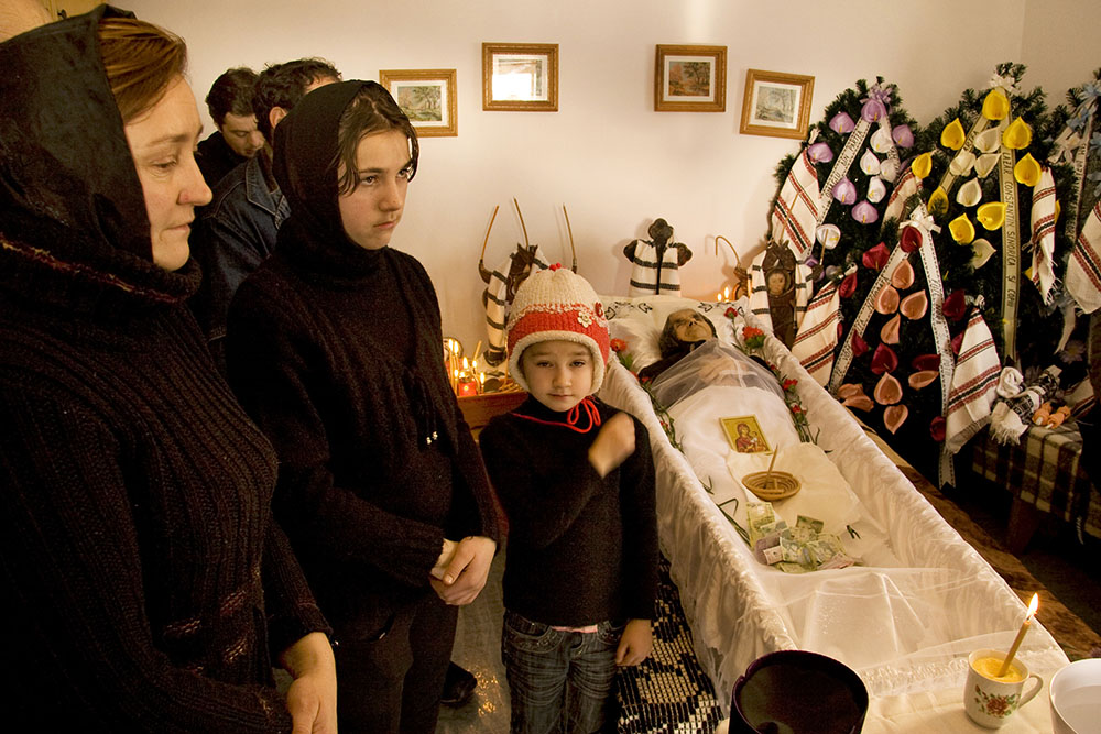2010 – Fotoreportaj – Mențiune – Alexandru Guță – Cu Dumnezeu – 2