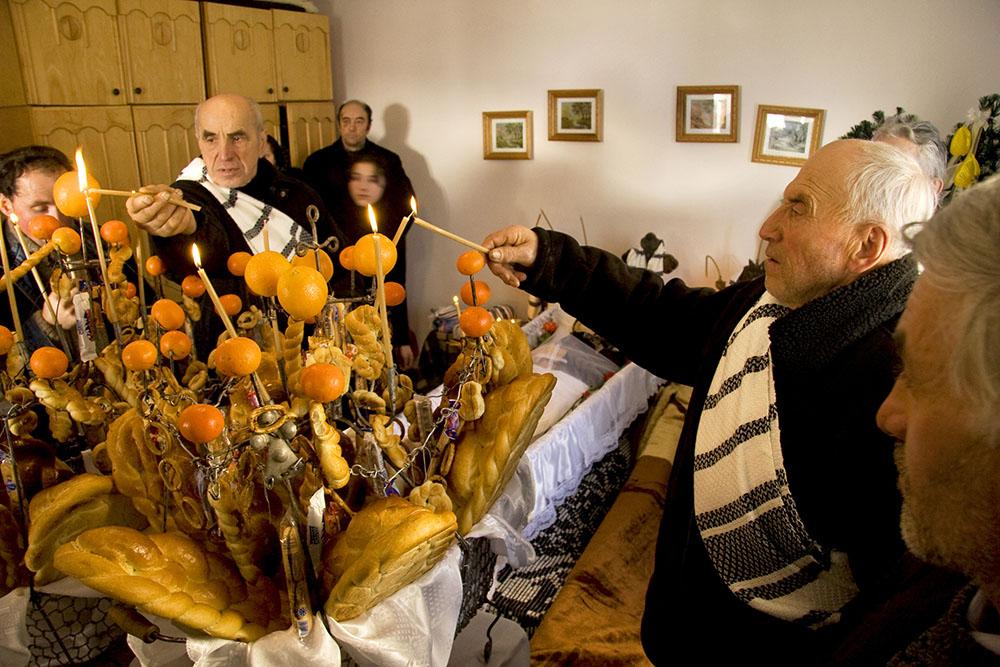 2010 – Fotoreportaj – Mențiune – Alexandru Guță – Cu Dumnezeu – 3