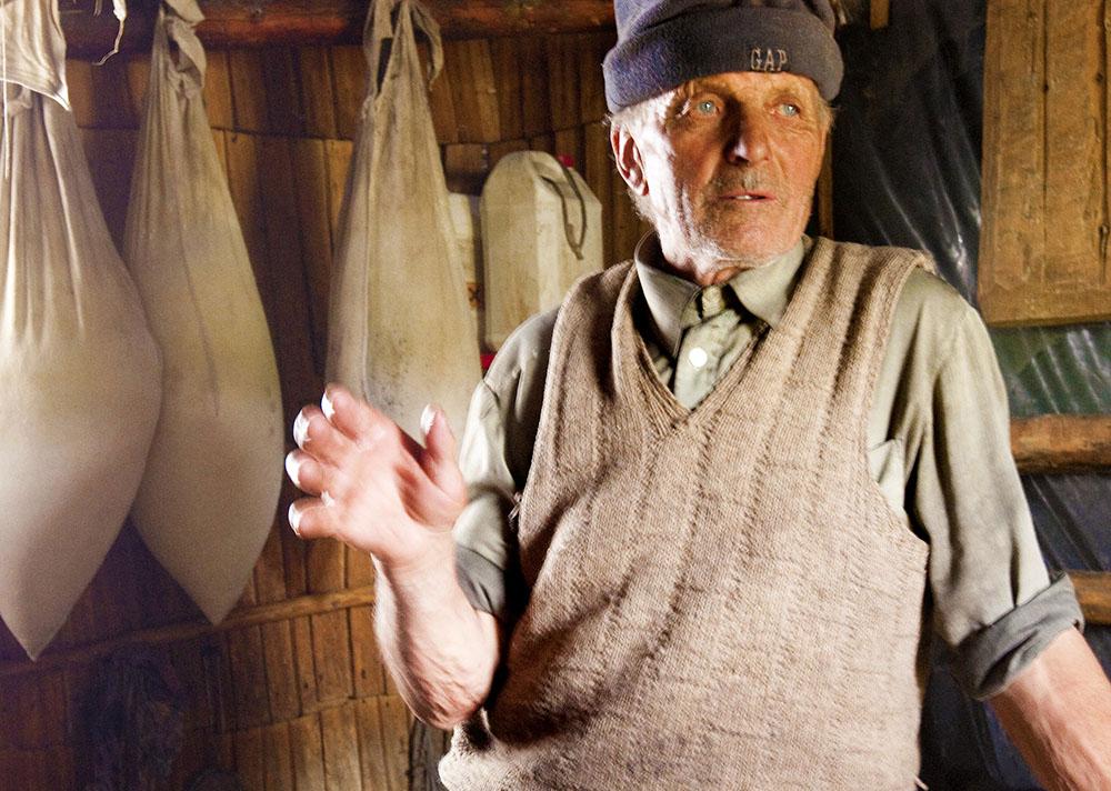 2010 – Fotoreportaj – Premiul 1 – Despinel Dragomir – Brânză de munte – 1