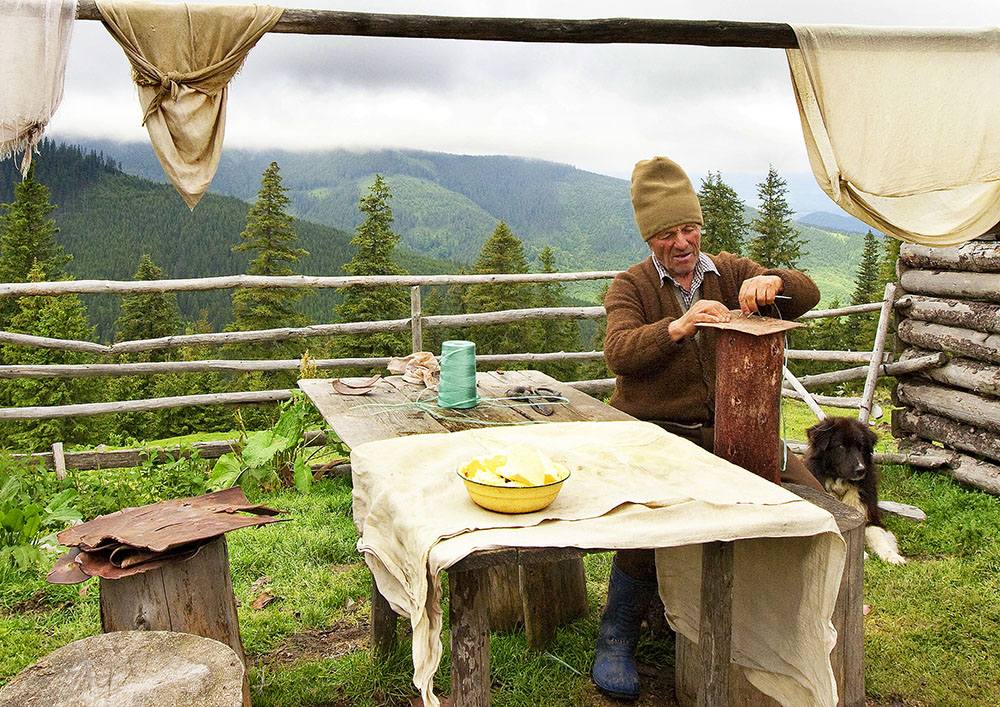 2010 – Fotoreportaj – Premiul 1 – Despinel Dragomir – Brânză de munte – 3