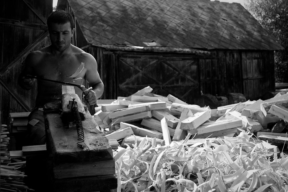 2011 – Fotoreportaj – Premiul 3 – Radu Lazăr – Meșteșuguri – 2