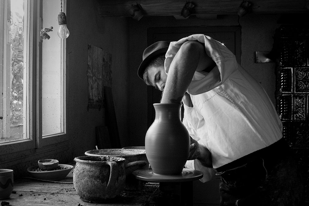 2011 – Fotoreportaj – Premiul 3 – Radu Lazăr – Meșteșuguri – 3