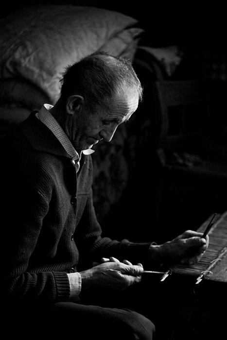 2011 – Fotoreportaj – Premiul 3 – Radu Lazăr – Meșteșuguri – 4