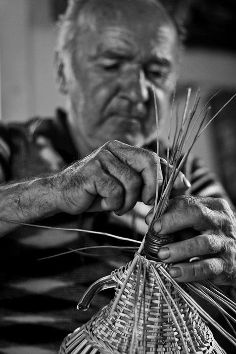 2011 – Fotoreportaj – Premiul 3 – Radu Lazăr – Meșteșuguri – 5