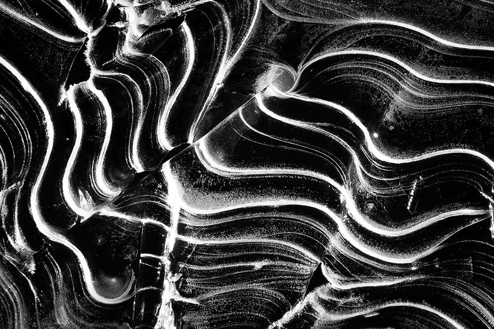 2013 – Fotoreportaj – Premiu special – Dorin Bofan – Microspaţiul – o poveste a formelor fascinante pe care le poate lua gheaţa – 3