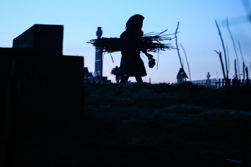 2013 – Fotoreportaj – Premiul 2 – Nica Laurenţiu Nicuşor – Focurile din joia mare de la Salcia (Salcia, Dolj) – 6