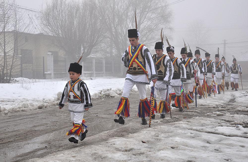 2013 – Fotoreportaj – Premiul 3 – Jorza Călin Nicolae – Căluşarul (Orăștie) – 1