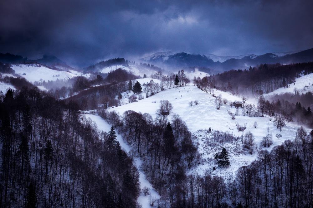 Fetic Leonard Costin. Iarna in Muntii Bucegi (Culoarul Rucar-Bran)