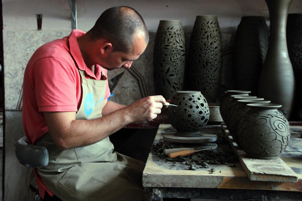 106.1. Tudorache Mihai. Arta olaritului (Marginea, Bucovina)