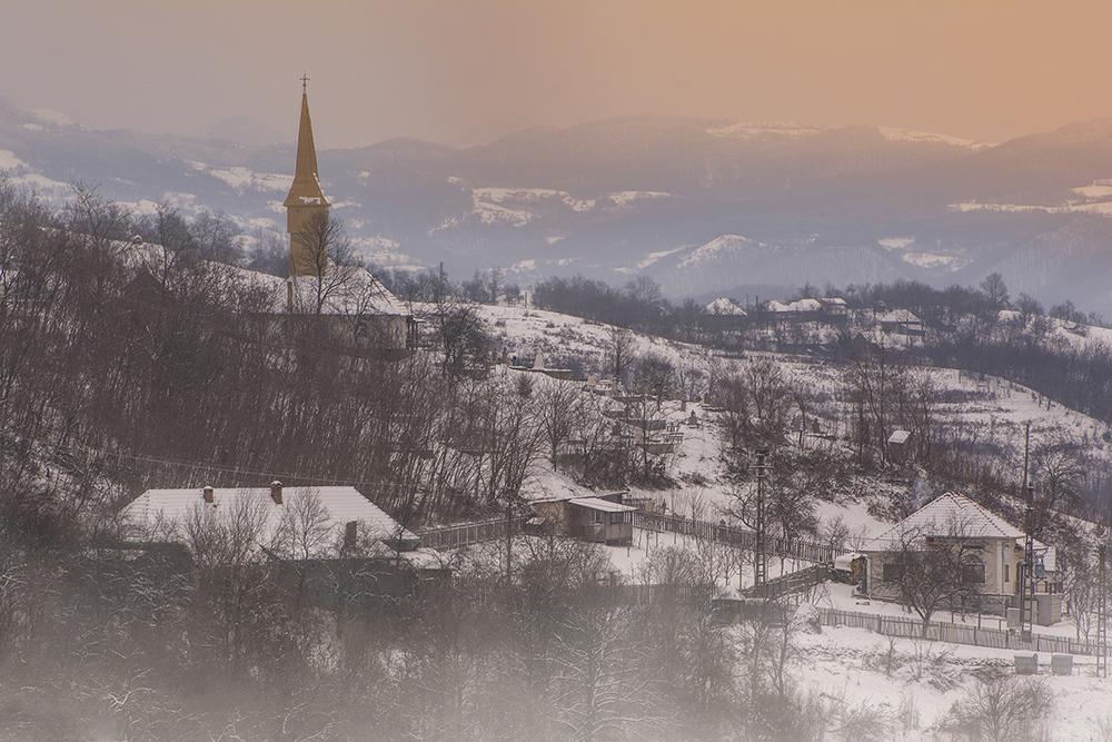 Popa Alexandru Nicolae.Biserica din deal (Luncoiul de Jos, Hunedoara)